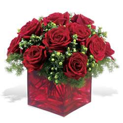 Manisa uluslararası çiçek gönderme  9 adet kirmizi gül cam yada mika vazoda