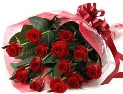 Manisa çiçek , çiçekçi , çiçekçilik  10 adet kipkirmizi güllerden buket tanzimi