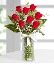 7 Adet vazoda kırmızı gül sevgiliye özel  Manisa güvenli kaliteli hızlı çiçek