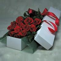 Manisa çiçek gönderme sitemiz güvenlidir  11 adet gülden kutu
