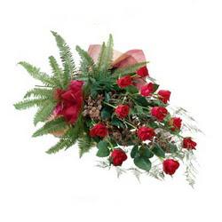Manisa çiçek gönderme sitemiz güvenlidir  10 adet kirmizi gül özel buket çiçek siparisi