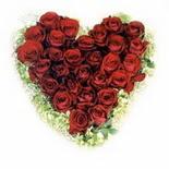 kalp biçiminde 15 gülden   Manisa çiçekçiler