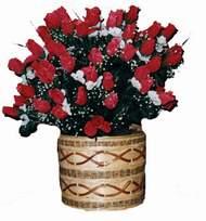 yapay kirmizi güller sepeti   Manisa internetten çiçek satışı