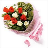 5 kirmizi 5 beyaz güllerden   Manisa çiçek gönderme sitemiz güvenlidir