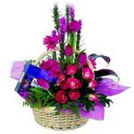 çikolata ve sepette çiçek   Manisa cicekciler , cicek siparisi
