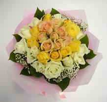sari ve beyaz gül karisimda   Manisa çiçek online çiçek siparişi
