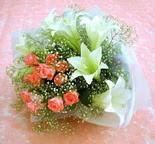 Manisa uluslararası çiçek gönderme  lilyum ve 7 adet gül buket