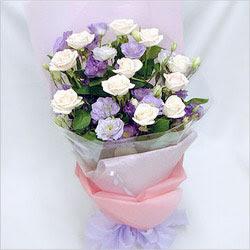 Manisa yurtiçi ve yurtdışı çiçek siparişi  BEYAZ GÜLLER VE KIR ÇIÇEKLERIS BUKETI