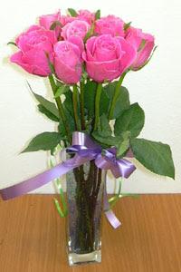 cam vazo içerisinde 11 adet gül  Manisa yurtiçi ve yurtdışı çiçek siparişi
