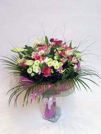 Manisa çiçek mağazası , çiçekçi adresleri  karisik mevsim buketi mevsime göre hazirlanir.
