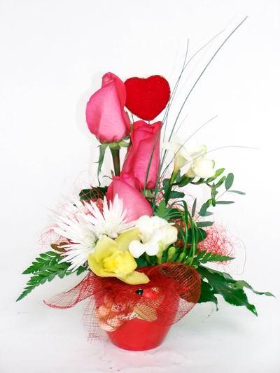 Manisa çiçek servisi , çiçekçi adresleri  cam içerisinde 3 adet gül ve kir çiçekleri