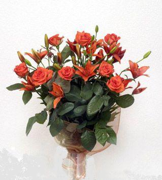 9 adet gül ve 3 adet lilyum çiçegi buketi   Manisa çiçek yolla