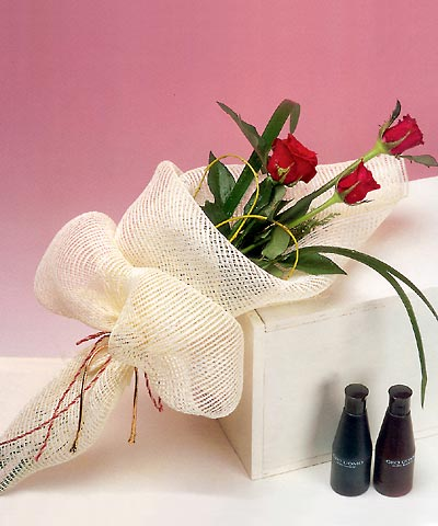 3 adet kalite gül sade ve sik halde bir tanzim  Manisa çiçek yolla , çiçek gönder , çiçekçi