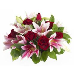 güller ve kazablnaklardan aranjman  Manisa çiçek , çiçekçi , çiçekçilik