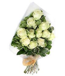Manisa çiçek siparişi vermek  12 li beyaz gül buketi.