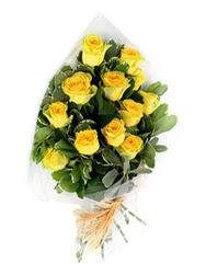 Manisa çiçekçiler  12 li sari gül buketi.