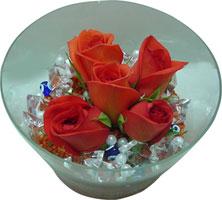 Manisa çiçek satışı  5 adet gül ve cam tanzimde çiçekler
