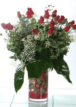 Manisa çiçekçiler  11 adet kirmizi gül ve cam yada mika vazo tanzim