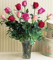 Manisa çiçek siparişi sitesi  12 adet karisik renkte gül cam yada mika vazoda