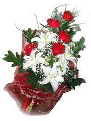 Manisa internetten çiçek satışı  5 adet kirmizi gül 1 adet kazablanka çiçegi buketi