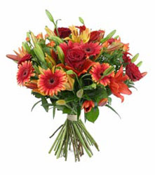 Manisa 14 şubat sevgililer günü çiçek  3 adet kirmizi gül ve karisik kir çiçekleri demeti