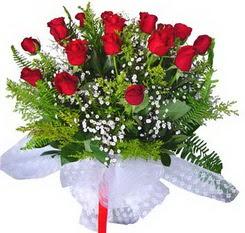Manisa hediye sevgilime hediye çiçek  12 adet kirmizi gül buketi esssiz görsellik