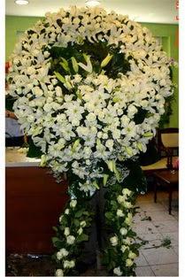 Cenaze çelenk , cenaze çiçekleri , çelengi  Manisa hediye sevgilime hediye çiçek