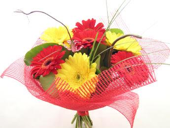 9 adet gerbera çiçeklerinden buket  Manisa hediye sevgilime hediye çiçek