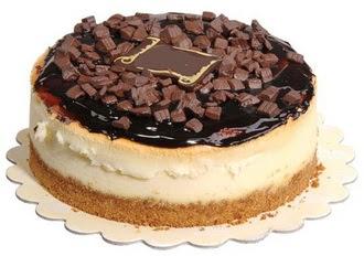 pasta yolla 4 ile 6 kisilik çikolatali yas pasta  Manisa çiçek gönderme sitemiz güvenlidir