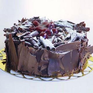 pasta yolla 4 ile 6 kisilik visneli çikolatali yas pasta  Manisa güvenli kaliteli hızlı çiçek