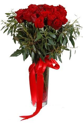 15 adet kirmizi gül cam vazo içerisinde  Manisa yurtiçi ve yurtdışı çiçek siparişi