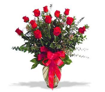 çiçek siparisi 11 adet kirmizi gül cam vazo  Manisa çiçek gönderme sitemiz güvenlidir