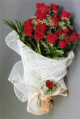 10 adet kirmizi güllerden buket çiçegi  Manisa internetten çiçek siparişi