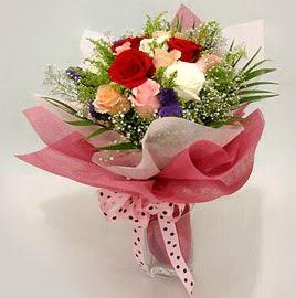 Karisik renklerde 11 adet gül buketi  Manisa 14 şubat sevgililer günü çiçek