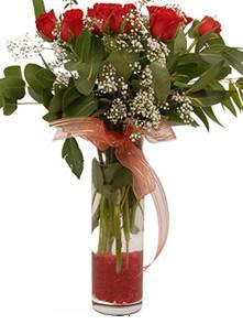 Manisa çiçekçi telefonları  11 adet kirmizi gül vazo çiçegi