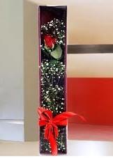 kutu içinde tek kirmizi gül  Manisa hediye çiçek yolla