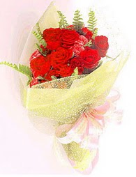 9 adet kirmizi gül buketi  Manisa çiçek yolla