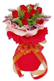 Manisa çiçek gönderme  8 Adet kirmizi güllerden buket tanzimi