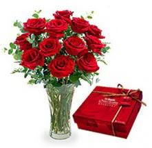 Manisa kaliteli taze ve ucuz çiçekler  10 adet cam yada mika vazoda gül çikolata