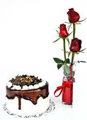 Manisa İnternetten çiçek siparişi  vazoda 3 adet kirmizi gül ve yaspasta