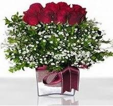 Manisa yurtiçi ve yurtdışı çiçek siparişi  mika yada cam vazo içerisinde 7 adet gül
