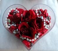 Manisa çiçek yolla  mika kalp içerisinde 3 adet gül ve taslar