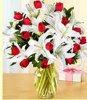 Manisa güvenli kaliteli hızlı çiçek  3 kazablanka 10 kırmızı gül vazosu