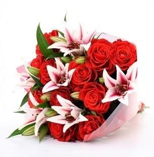 Manisa İnternetten çiçek siparişi  3 dal kazablanka ve 11 adet kırmızı gül