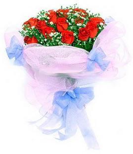 Manisa güvenli kaliteli hızlı çiçek  11 adet kırmızı güllerden buket modeli