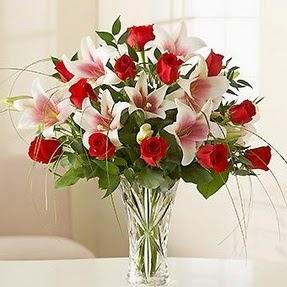 Manisa çiçek siparişi sitesi  12 adet kırmızı gül 1 dal kazablanka çiçeği