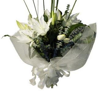 Manisa kaliteli taze ve ucuz çiçekler  2 dal kazablanka çiçek buketi
