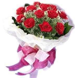 Manisa hediye sevgilime hediye çiçek  11 adet kırmızı güllerden buket modeli