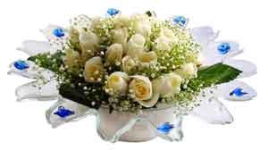Manisa hediye çiçek yolla  11 adet Beyaz güller özel cam tanzim