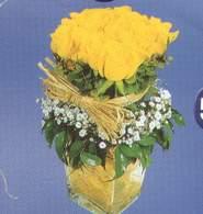 Manisa çiçek , çiçekçi , çiçekçilik  Cam vazoda 9 Sari gül